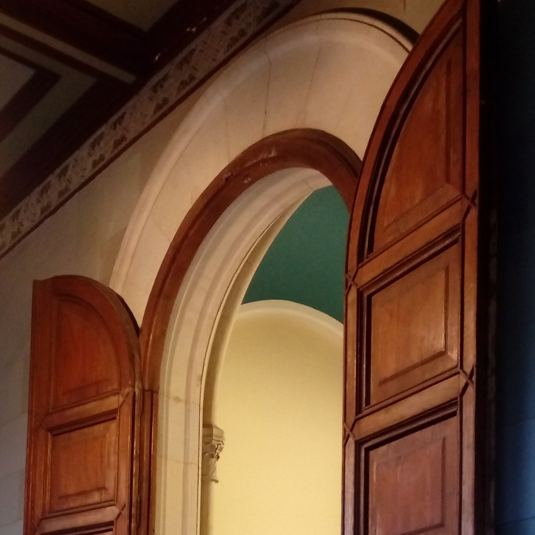Restoration of old doors at the University of Barcelona