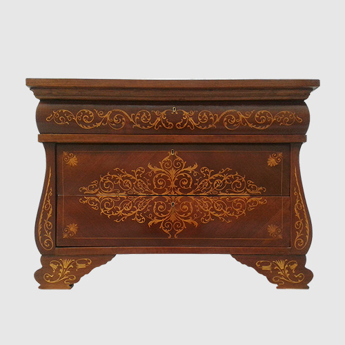 Restoration of a chest of drawers Isabelino style