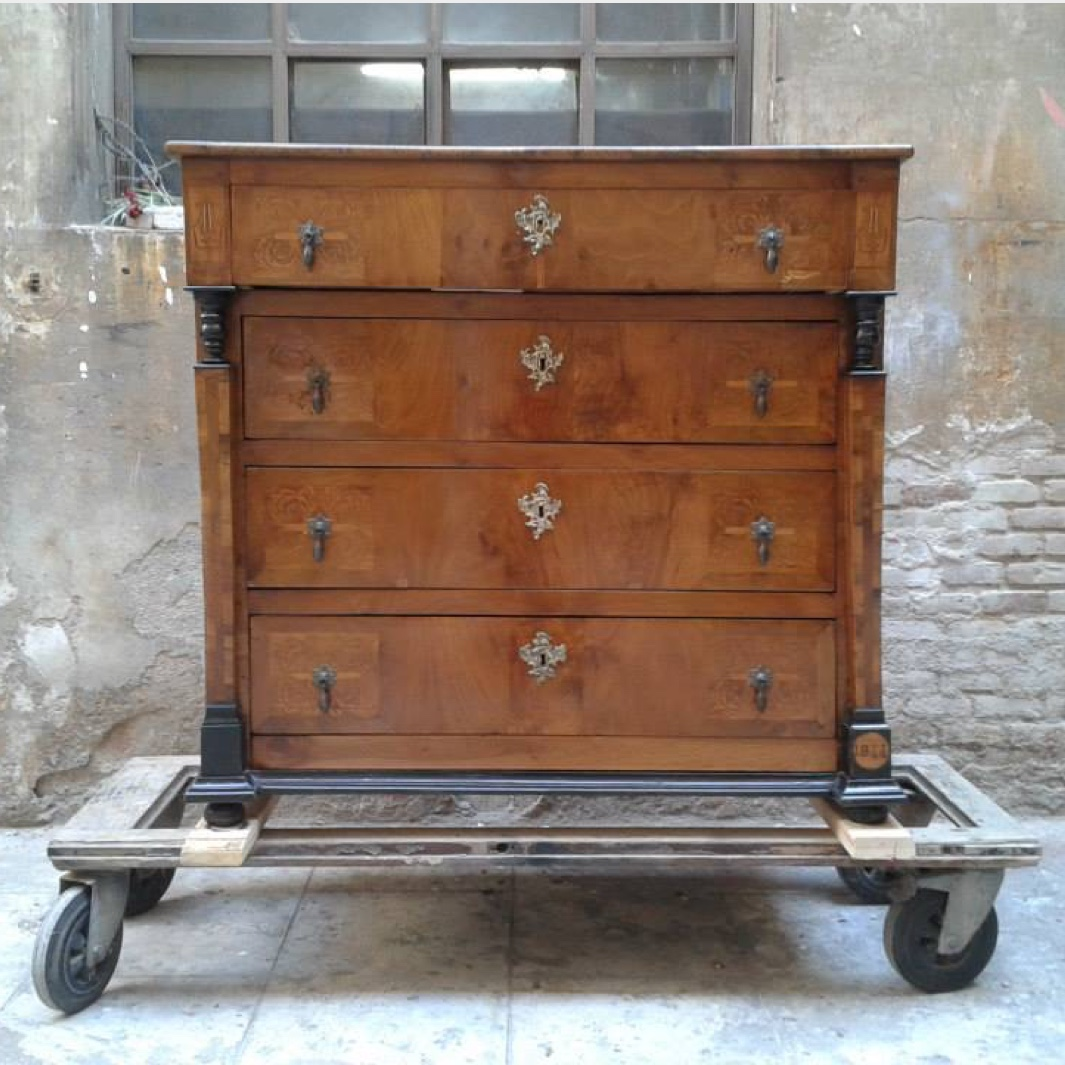 Restoration of an old chest of drawers from 1844